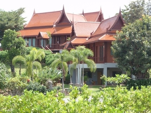 ที่ดินผืนงามบนยอดเขาสูงพร้อมบ้านเรือนไทยหมู่ขนาดใหญ่หรูหรา-สง่างาม ที่เขาใหญ่-อ.ปากช่อง