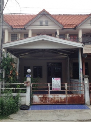 ทาวน์เฮาส์ 2 ชั้น หมู่บ้านบัวทอง4 ถนนกาญจนาภิเษก แยกซอยบ้านกล้วยไทรน้อย