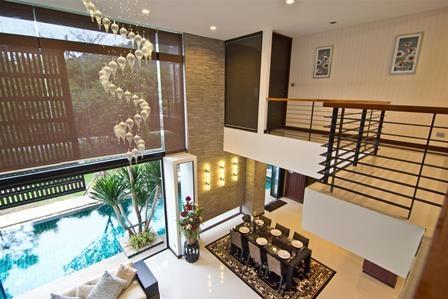 หาบ้านเดี่ยวมีสระว่ายน้ำในตัว ที่ดิน 156 ตร.วา โครงการนคราทรัพย์ ผ่อนคลายกับวิวเขา ใกล้สนามกอล์ฟและอ่างเก็บน้ำบางพระ ชลบุรี