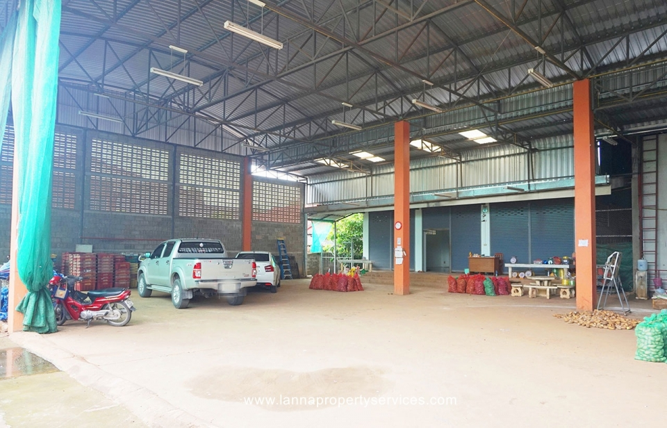 Warehouse with a house in Khua mung saraphi / โกดังพร้อมบ้านตำบลขัวมุงอำเภอสารภี