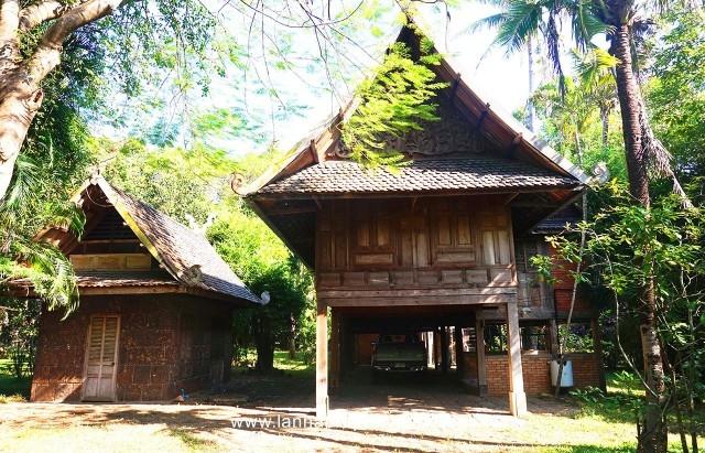 Thai style teak wood house in Namphrae hangdong.