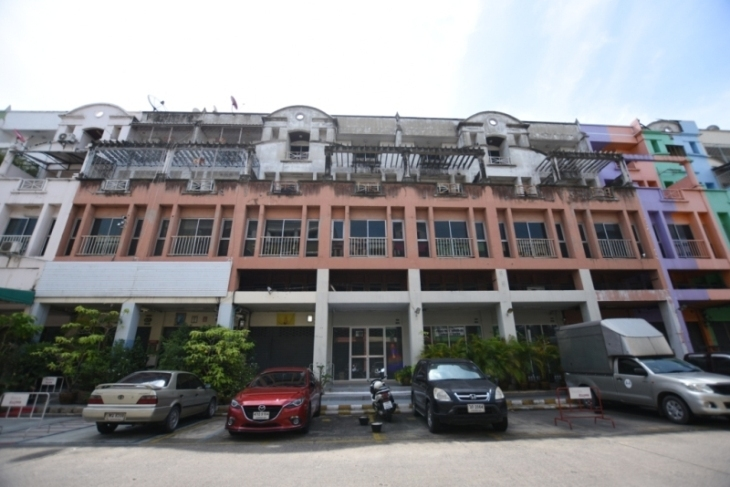 ขาย อาคารพาณิชย์ 4 ชั้นครึ่ง 6 คูหา ในซอยโรงพยาบาลสินแพทย์ ทำเลสวยเหมาะทำเป็นออฟฟิต หรืออยู่อาศัย