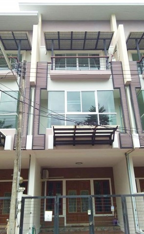 Furnished mountain view 3 story townhouse in a secured community near Chiang Mai university