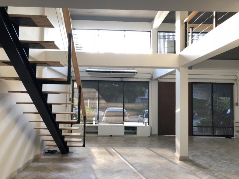 ให้เช่าอาคารพาณิชย์รีโนเวทใหม่ เพื่อทำออฟฟิศหรือหน้าร้าน (เฉพาะชั้น 1 + ชั้นลอย)  ใกล้ซอยประชาอุทิศ 1 ห้วยขวาง